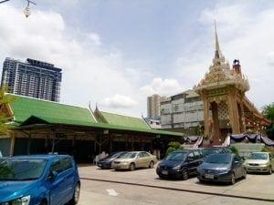 ลานจอดรถวัดสุวรรณ โดยร้านพวงหรีด Reedthai