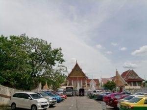 ลานจอดรถอีกภาพที่ วัดทองนพคุณโดยร้านพวงหรีด Reedthai