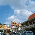 ลานจอดรถ วัดกุนนทีรุทธาราม โดยร้านพวงหรีด Reedthai
