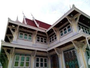 อาคารภายใน วัดทองนพคุณโดยร้านพวงหรีด Reedthai