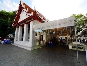 บรรยากาศภายในวัดระฆัง โดยร้านพวงหรีด Reedthai