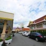 ภาพทางเข้าวัดเวฬุราชิน โดยร้านพวงหรีด Reedthai
