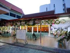พวงหรีดในวัดผาสุกมณีจักร โดยร้านพวงหรีด Reedthai