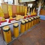 บริเวณไหว้พระทำบุญวัดพระไกรสีห์ โดยร้านพวงหรีด Reedthai