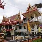 หอระฆังภายในวัดมหาวงษ์ โดยร้านพวงหรีดวัดมหาวงษ์ หรีดไทย Reedthai