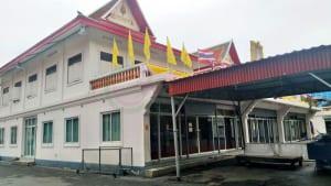 ด้านข้างศาลา วัดเศวตฉัตร โดยร้าน Reedthai