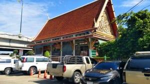 ที่จอดรถ วัดอมรินทรารามวรวิหาร โดยร้าน Reedthai