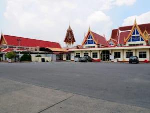 ลานกว้าง วัดบำเพ็ญเหนือ โดยร้าน Reedthai
